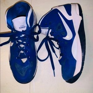 Youth boys 5 athletic shoes Nike EUC sneakers